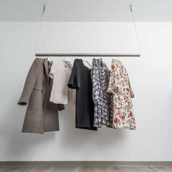 Deckenbefestigte Kleiderstange aus Edelstahl – DIY Bausatz