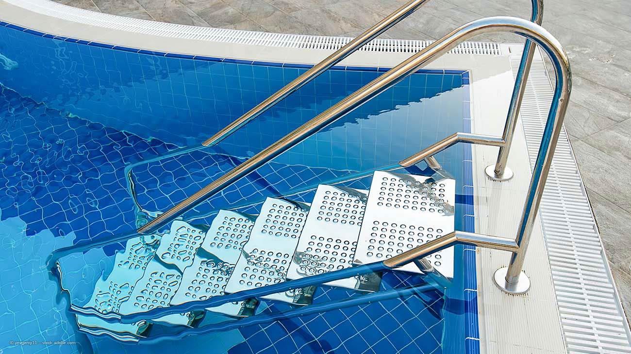 Edelstahltreppen im Poolbereich